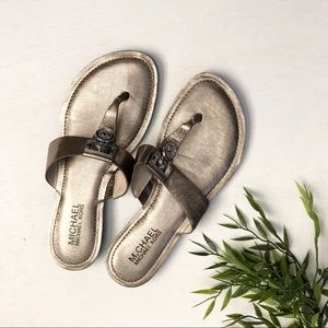 Micheal Kors leather pewter silver thong sandals
